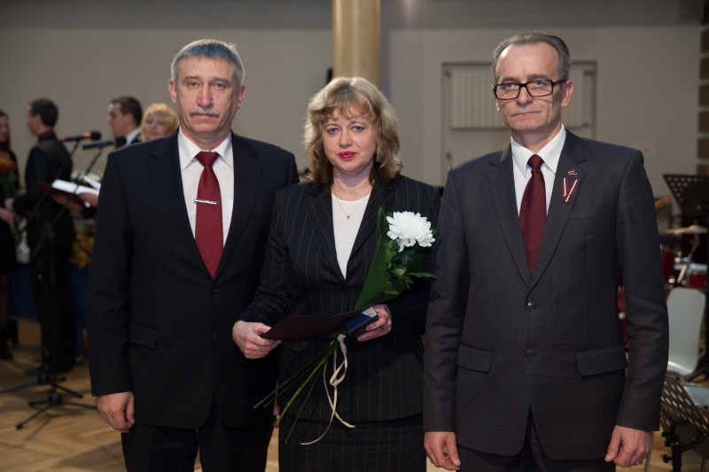 07.11.2014. On the eve of a Public Holiday Week, Anda Vitola, the judge of the Department of Civil Cases of the Supreme Court, received the highest professional award – the Mark of Distinction of System of Justice of 3rd rank. The award was presented by Dzintars Rasnacs, the Minister of Justice, and Eriks Kalnmeiers, the Prosecutor General. Photo from archive of the Ministry of Justice