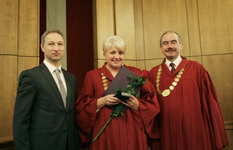 19.12.2013. Janis Bordans, the Minister of Justice, and Ivars Bickovics, the Chief Justice of the Supreme Court, present the Mark of Distinction of the System of Justice to Inguna Radzevica, the senator of the Department of Criminal Cases of the Senate