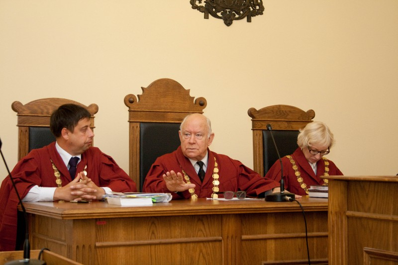 """21.10.2014. Having reached maximum age to hold an office of a judge stipulated in the law """"On Judicial Power"""", on October 31, term of office of a judge of Gunars Aigars, who had been the Chair of the Chamber of Civil Cases of the Supreme Court since the establishment of the chamber in 1995, expired. After leaving the office of a judge, the Saeima (Parliament) awarded Gunars Aigars with the title of the Judge Emeritus and he has received the Themis Award of the Supreme Court in the collective vote for the second time in nomination """"The Person of the Year""""."""