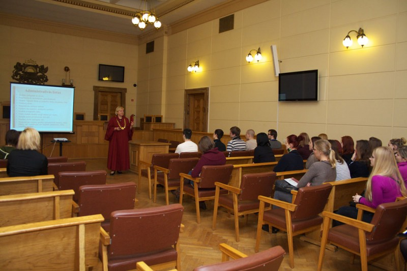 10.12.2012. Students of explorative journalism programme visit the Supreme Court