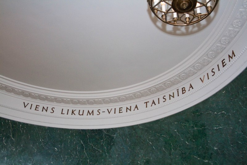 Inscription in the courtroom of the Senate (One Law one Justice for All)