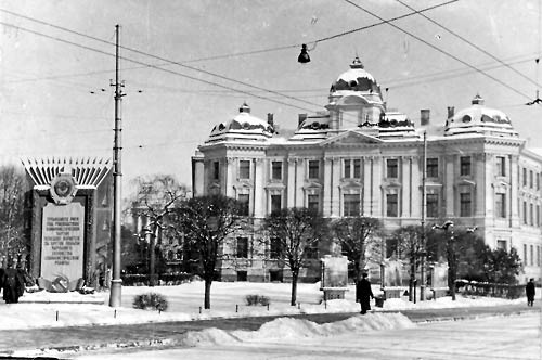 The Latvian SSR Supreme Court building in 1995. Currently, the building houses the Riga Regional Court. Photo by R. Raits from the State Archives
