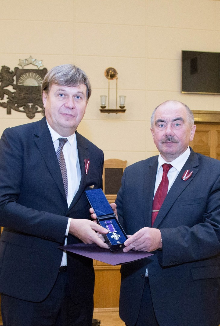 15.11.2019. During the ceremony in the Supreme Court, Chief Justice of the Supreme Court Ivars Bickovics presented the Honorary Badge of the Justice System to Valerijs Maksimovs, Senator of the Department of Civil Cases. The Senator was awarded the Honorary Badge of the Justice System of Second Degree for exemplary, honest and creative work in the field of justice.