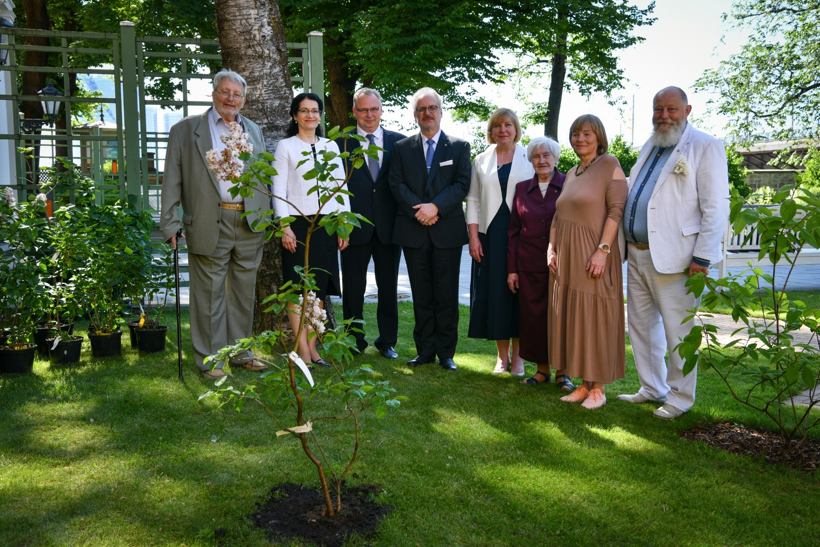 17.06.2021. On the 20th anniversary of the Administrative Procedure Law, the developers gifted a lilac to the idea initiator State President Egils Levits to be planted in the Presidential Castle garden