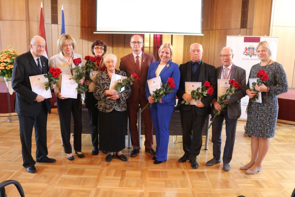 19.10.2018. At the conference dedicated to the 20th anniversary of the Civil Procedure Law, the Minister of Justice presented eleven certificates of gratitude to those lawyers who have made the greatest contribution to the elaboration of the Civil Procedure Law. Certificates of gratitude were also received by the former Chief Justice of the Supreme Court Gvido Zemribo, former judges Rita Saulite, Gunars Aigars, Gunta Visnakova and Kalvis Torgans, and Head of the Division of Case-law and Research Anita Zikmane.