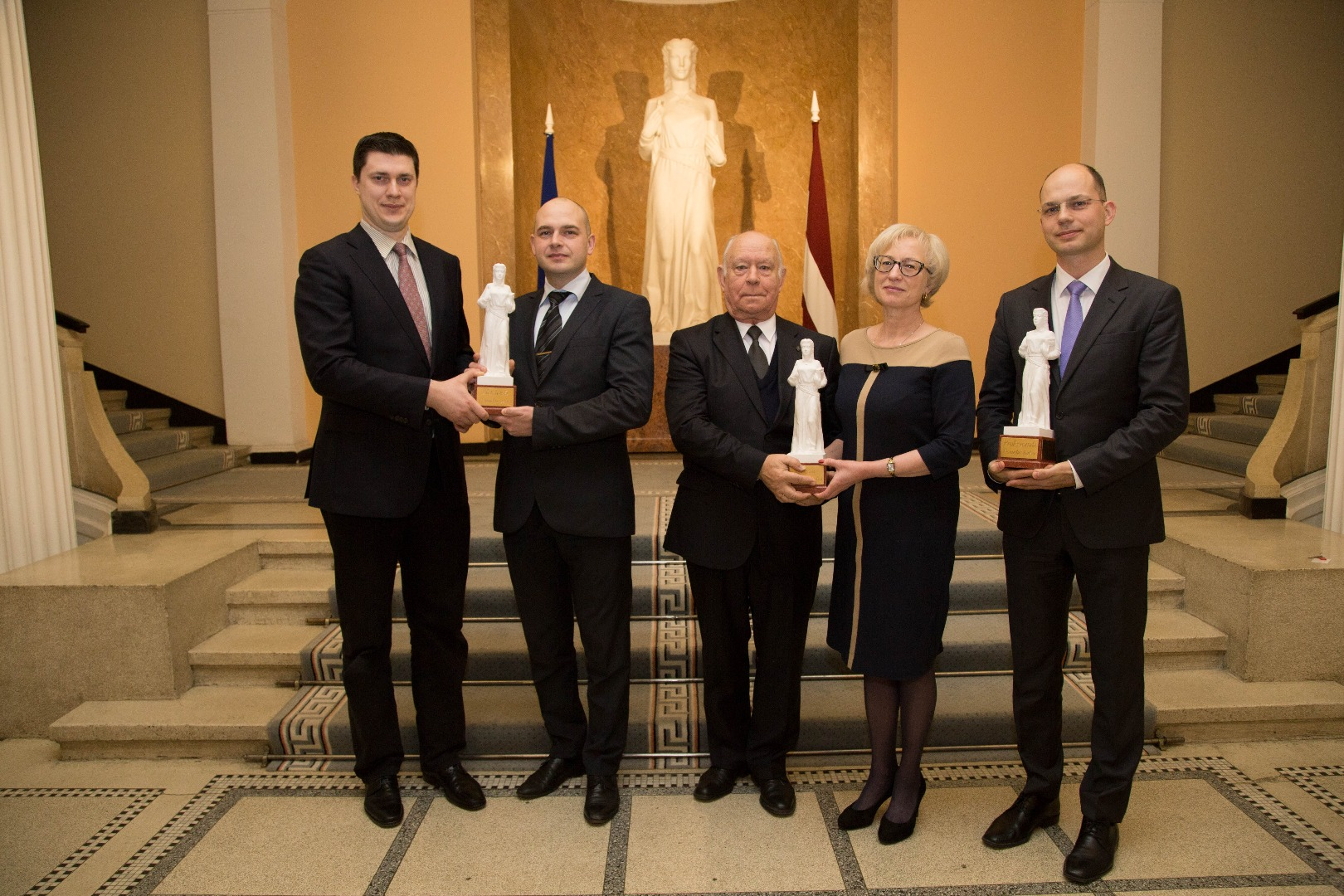 Themis Awards 2016: (from left) Creative Themis Award winners – Legal Research Counsels to the Department of Civil Cases, Rihards Gulbis, and the Department of Criminal Cases, Janis Baumanis; Special Themis Award winners - the Chamber of Civil Cases (former Chairs of the Chamber (holding the awards) Gunars Aigars and Ineta Ozola); and winner of Professional Themis Award – Judge of the Department of Administrative Cases Janis Neimanis