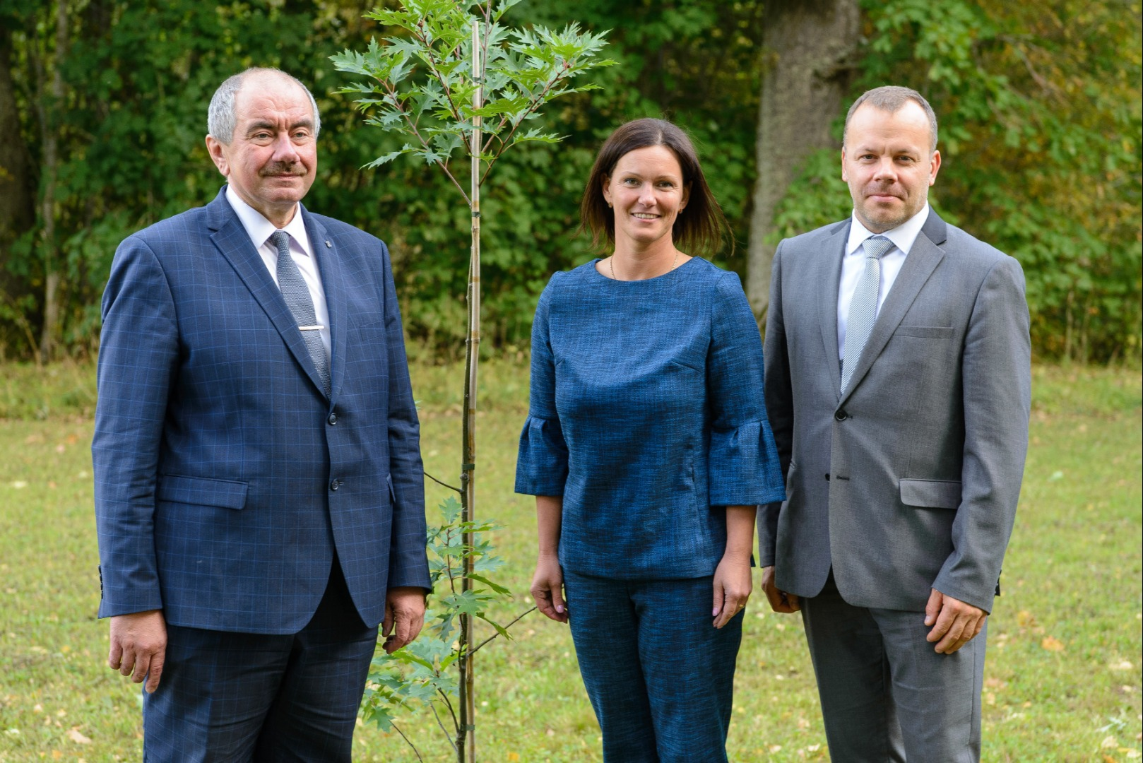 14.09.2018. Priekuli Municipality invited the Supreme Court to take part in the events dedicated to their townsman – Senator Karlis Ozolins. In memory of Karlis Ozolins, an oak tree near his native home was planted by the Chair of Priekuli County Council Elina Stapulone, Chief Justice of the Supreme Court Ivars Bickovics and Chair of Vidzeme District Court Janis Grinbergs.