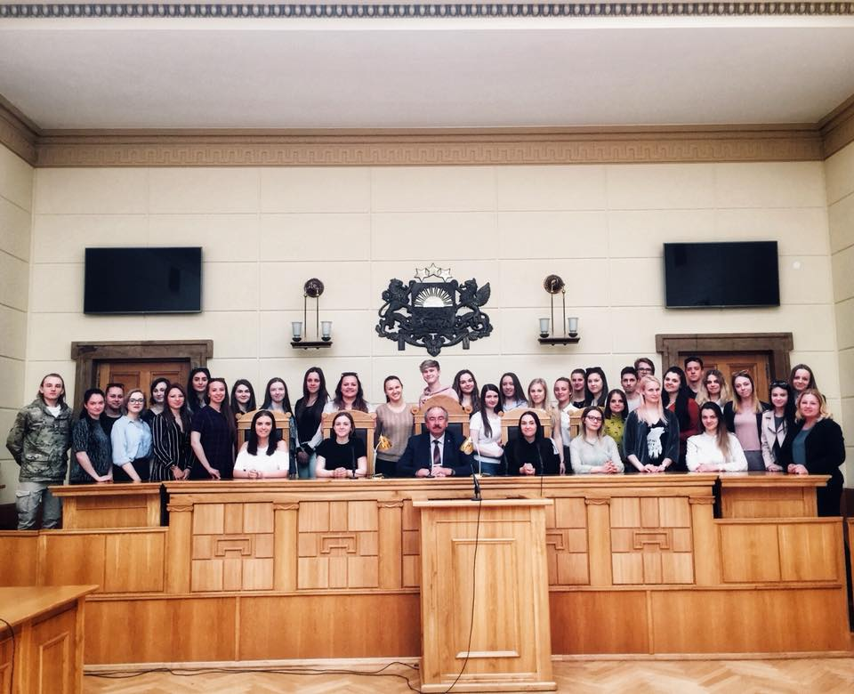 07.05.2018. The 2nd year students of the Department of Communication Studies of the Faculty of Social Sciences of the University of Latvia visited the Supreme Court in order to get acquainted with the work of the Supreme Court and its cooperation with the media. Students met with the Chief Justice of the Supreme Court Ivars Bickovics, employees of the Division of the Communication, wandered around the Palace of Justice and visited the Supreme Court Museum.