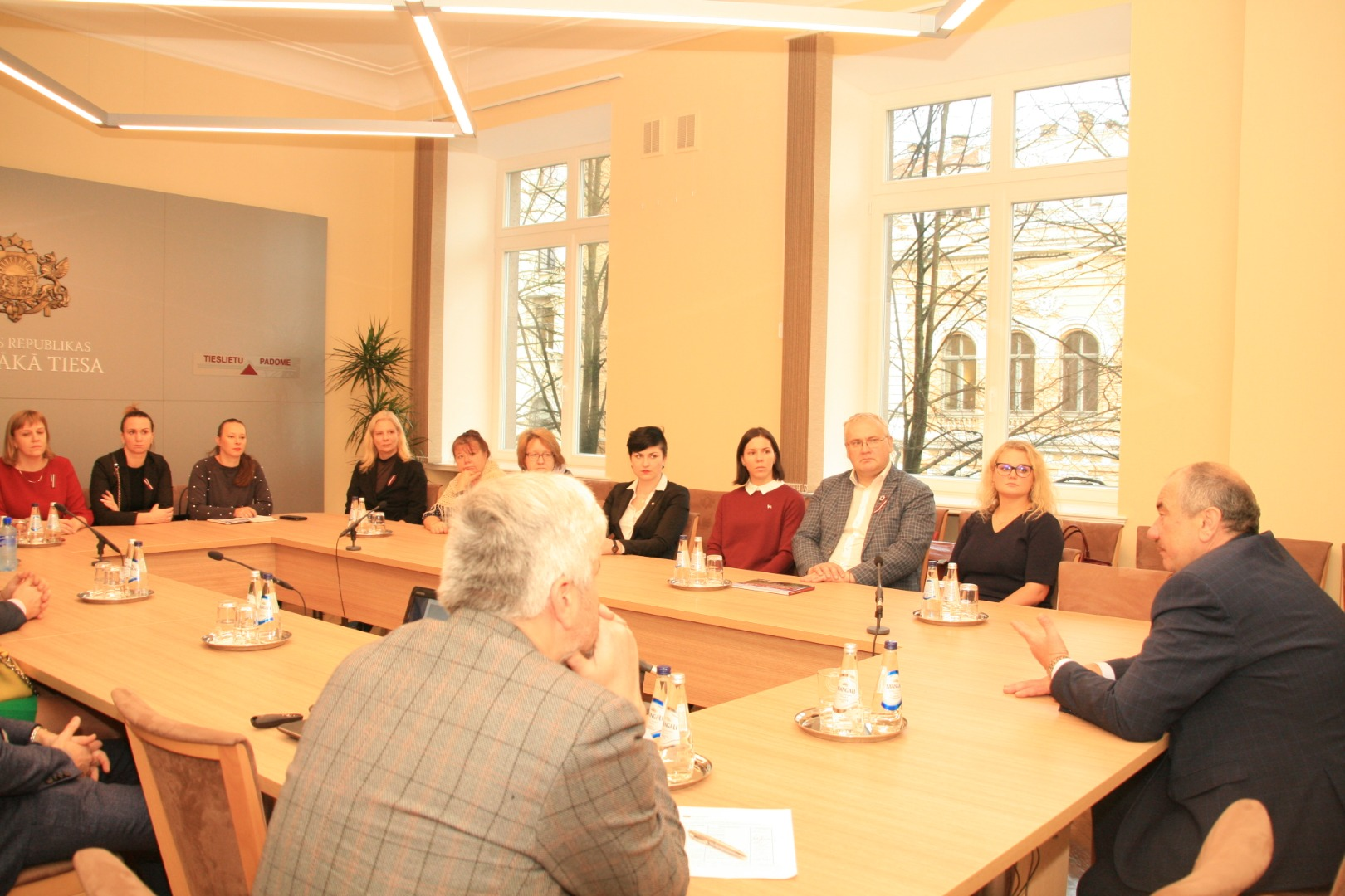 """15.11.2018. On the eve of the National Day, the aim of the visit of professors of the Faculty of Law of Riga Stradins University was not only to learn history by watching the film """"Senators"""" and participating in a guided tour in the Palace of Justice, but also to gain information useful in teaching work. During the meeting, Ivars Bickovics, the Chief Justice of the Supreme Court, and Anita Zikmane, the Head of the Division of Case-law and Research, emphasized the importance of the conclusions of the Supreme Court judgments as an educational resource for lawyers."""