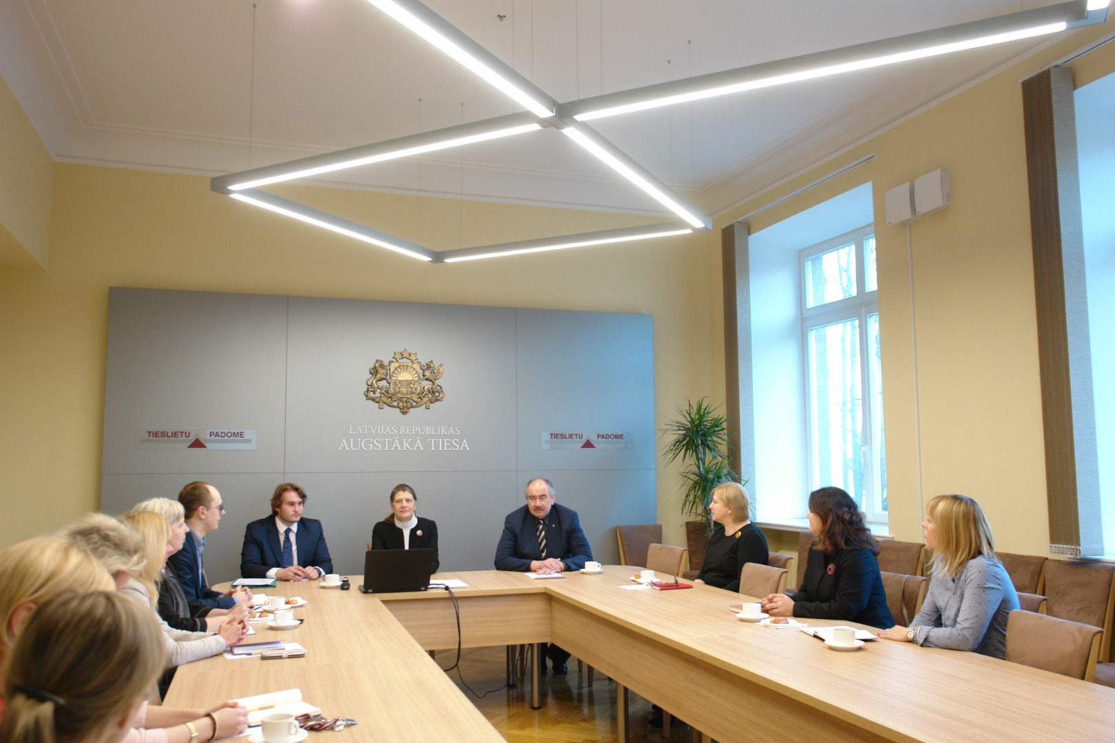 27.02.2019. When visiting the Supreme Court, Ilze Ruse, the Latvian Ambassador to the Netherlands, called on the Supreme Court to use the opportunities provided to Latvia by international institutions in The Hague – the UN International Court of Justice, the International Criminal Court, the Permanent Court of Arbitration, the Hague Conference on Private International Law and the Kosovo Specialist Chambers.
