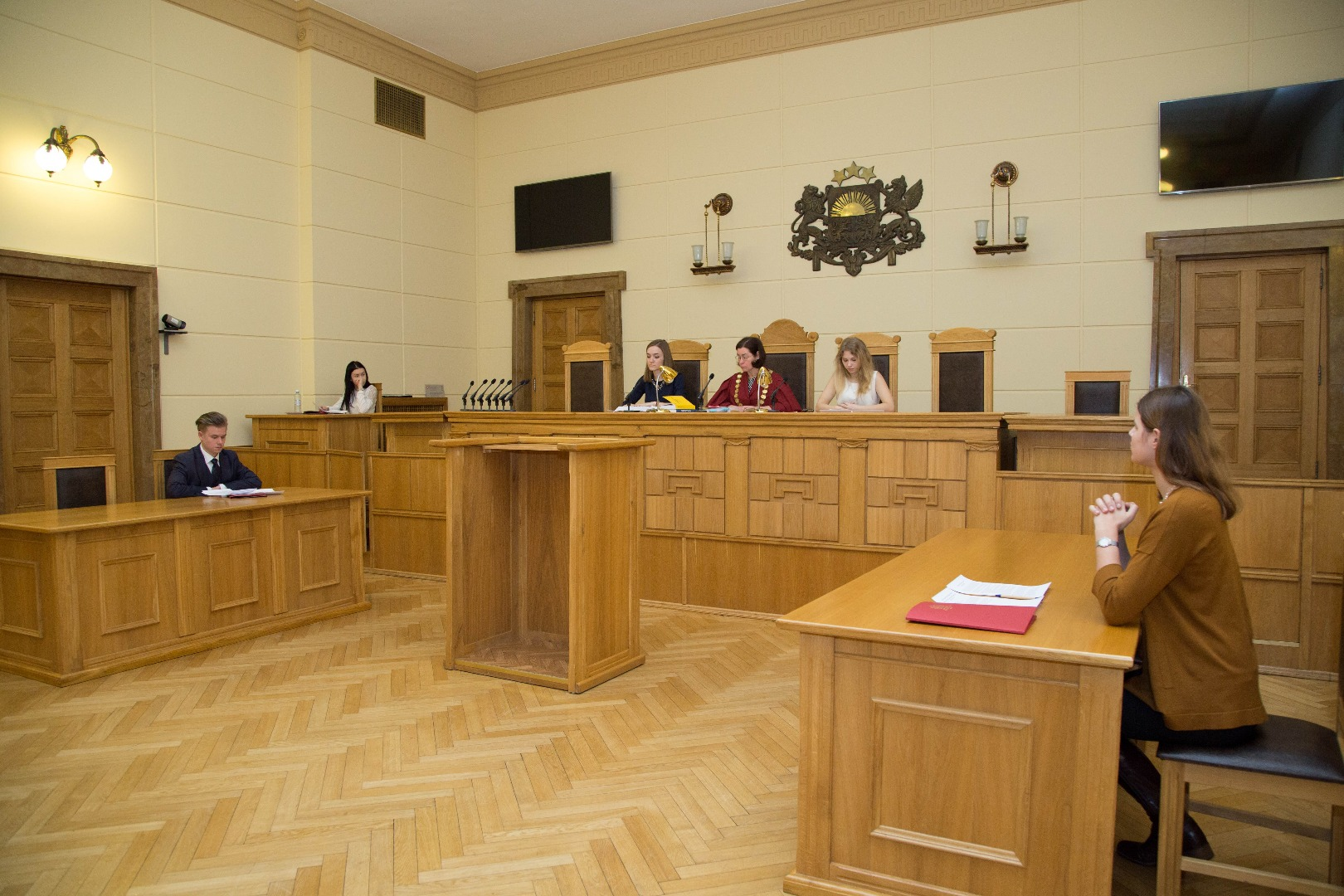 14.02.2018. On the Shadow Day, students learn about the work of a judge by participating in a moot court