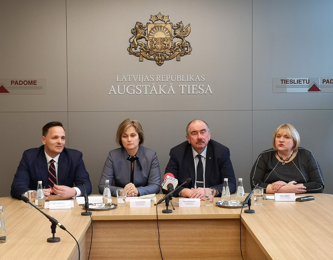 """13.03.2019. The new function of website Likumi.lv – linking of provisions of the law with the case-law findings of the Supreme Court and of the Constitutional Court – is introduced at the press conference by the State Secretary of the Ministry of Justice Raivis Kronbergs, the President of the Constitutional Court Ineta Ziemele, the Chief Justice of the Supreme Court Ivars Bickovics and the Chair of the Board VSIA """"Latvijas Vestnesis"""" Daina Abele."""